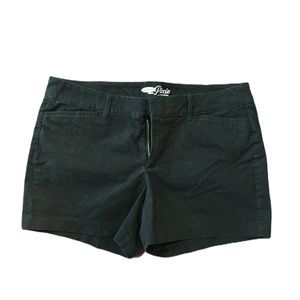 Old Navy Black Pixie shorts with belt loops